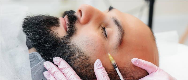 hombre-barbudo-recibiendo-inyeccion-botox-facial-en-centro-pylus-xativa