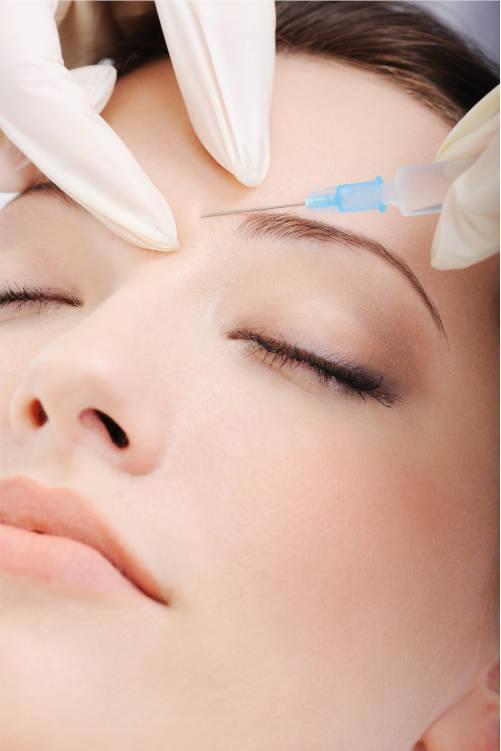 inyeccion-cosmetica-de-botox-en-la-bonita-cara-femenina-en-centro-pylus-xativa
