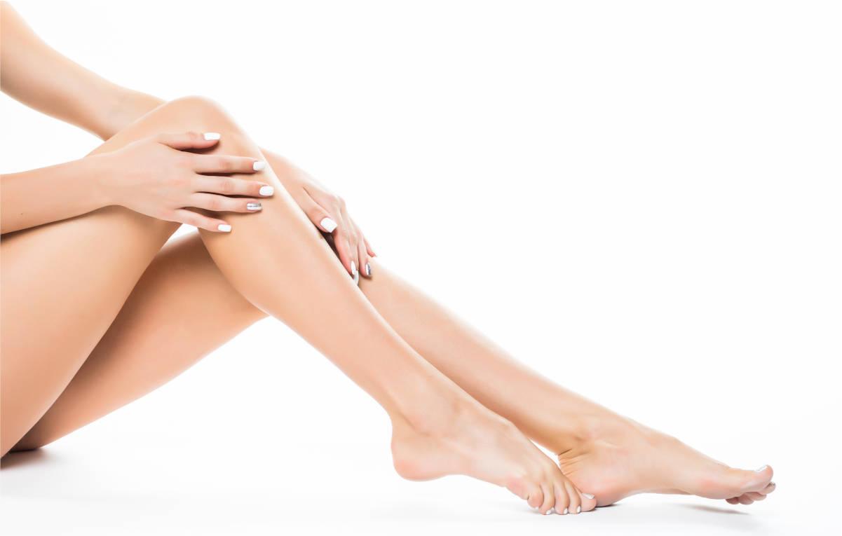 hermosas-piernas-femeninas-depiladas-concepto-cuidado-de-piel-y-depilacion-laser-alejandrita-para-mujer-en-xativa-centro-pylus