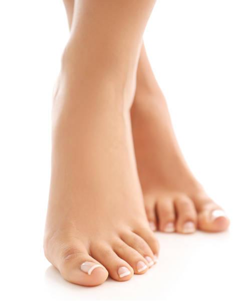 hermosos-pies-descalzos-femeninos-concepto-de-cuidado-de-piel-y-pedicura-en-xativa-en-centro-estetico-pylus
