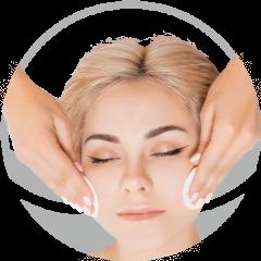 mujer-con-flor-delante-se-hace-masaje-en-xativa-en-centro-estetico-pylus
