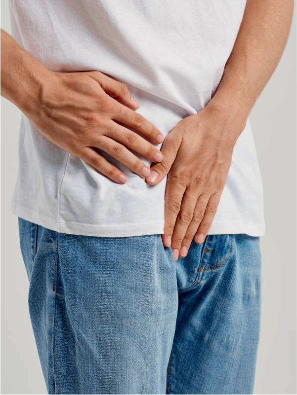 hombre-necesita-urologo-en-consulta-urologia-en-xativa-centro-pylus